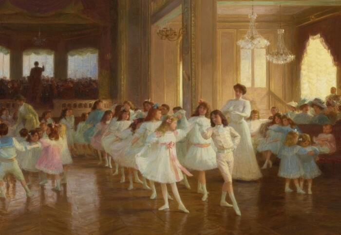 Танцам учили с младых лет.