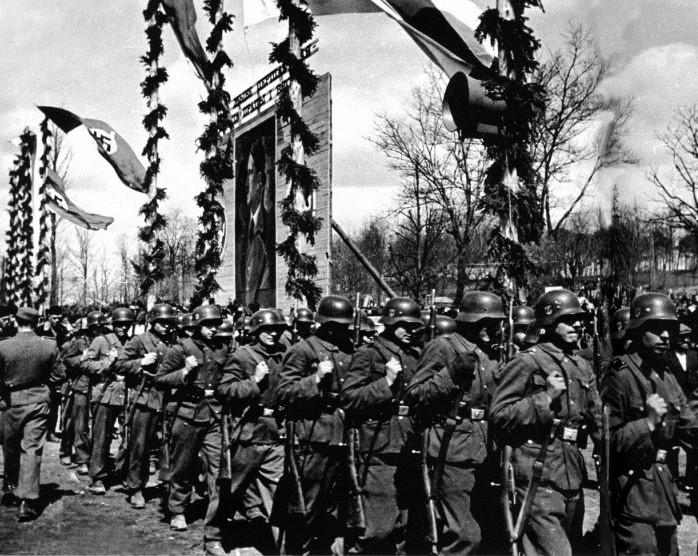 Реже коллаборационисты выступали в качестве военной силы.