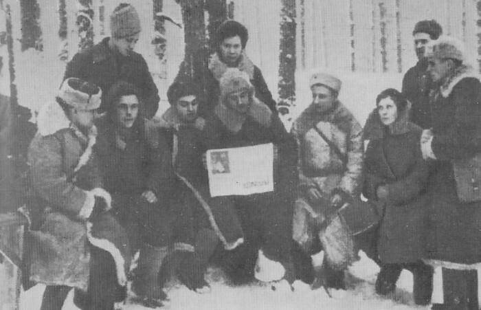 Партизанский отряд, принявший детей.