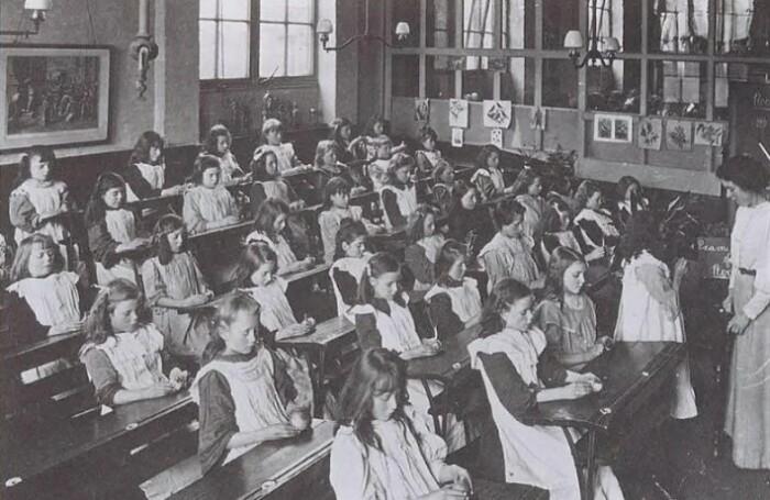 Образование стало обязательным в 1908 году.