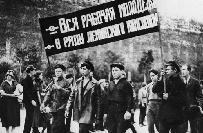 Комсомол пришелся к месту и стал самым массовым общественным объединением.
