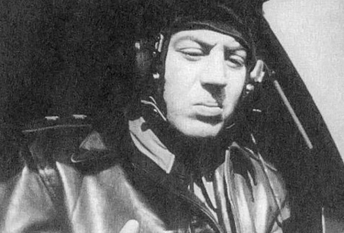 Василий Сталин за штурвалом самолета.