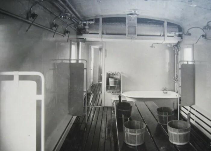 Банно-прачечный поезд. Вид изнутри.