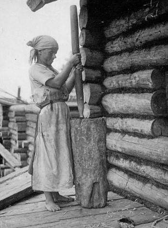 Заготовка продуктов впрок, конечно же, входило в женские обязанности.