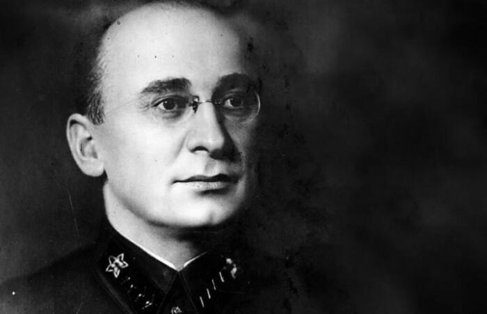 Берия пытался всю вину за репрессии возложить на Сталина. После его смерти, конечно же.