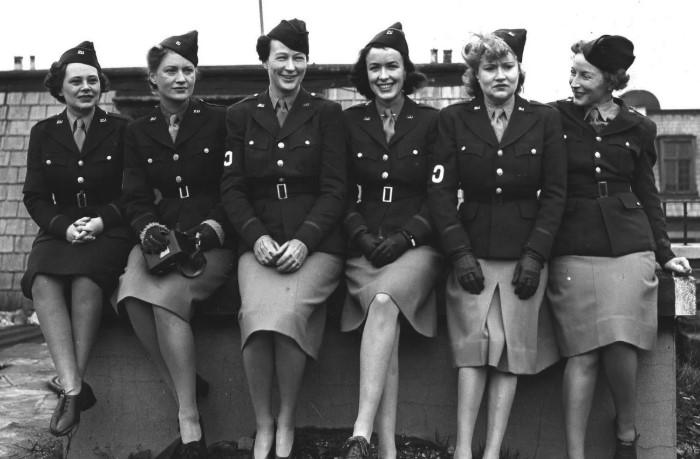 Женщины, если и присутствовали на войне, то весьма с определенной целью.