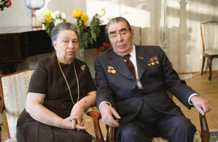 Одно из немногих официальных фото семьи Брежневых.