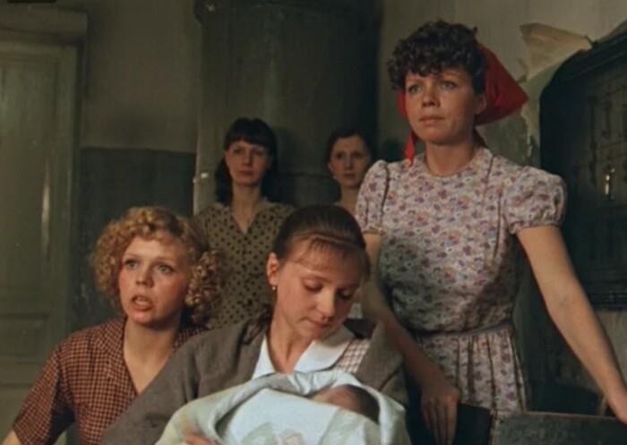 Бойкие подруги - обязательное условие фильмов про матерей-одиночек.