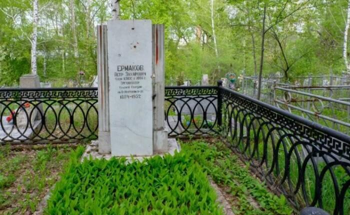 Могила Петра Ермакова.
