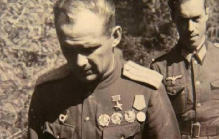 Николая нередко называли другим Власовым, из-за его однофамильца.