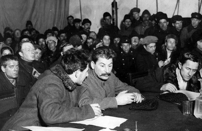 В то время стали популярны встречи руководства партии с народом.