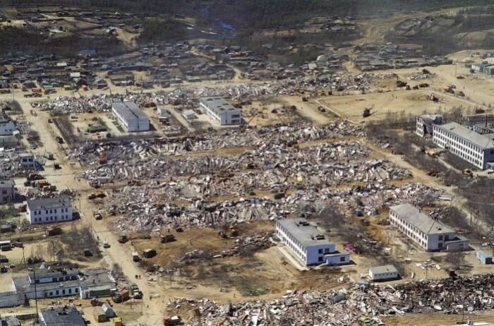 Многие здания не выдержали землетрясения.