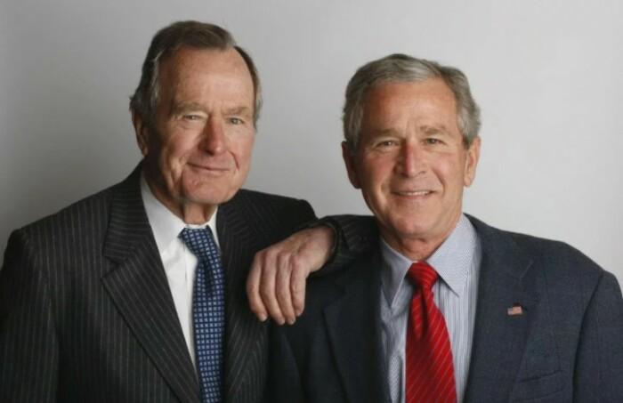 Буш старший и Буш младший оба входили в закрытые клубы.