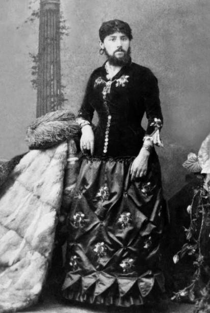 Бородатые женщины часто встречались в театрах того времени.