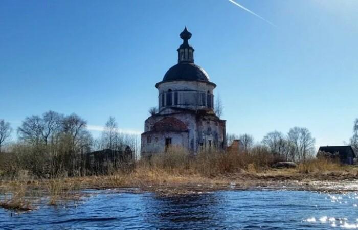 Церквушка уцелела.
