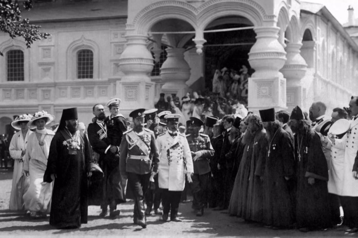 При царе духовенство пользовалось особым почетом.