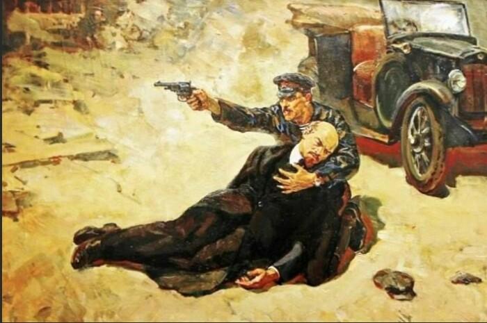 Первым из советских вождений от покушения пострадал Ленин.