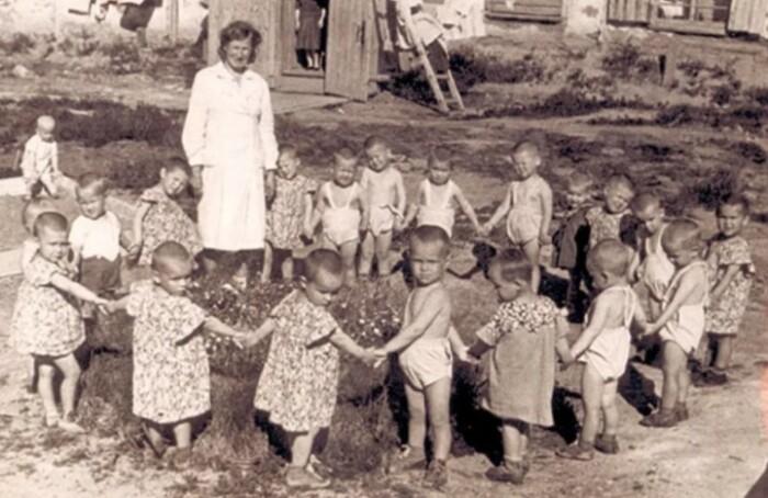 Детский сад при лагере.
