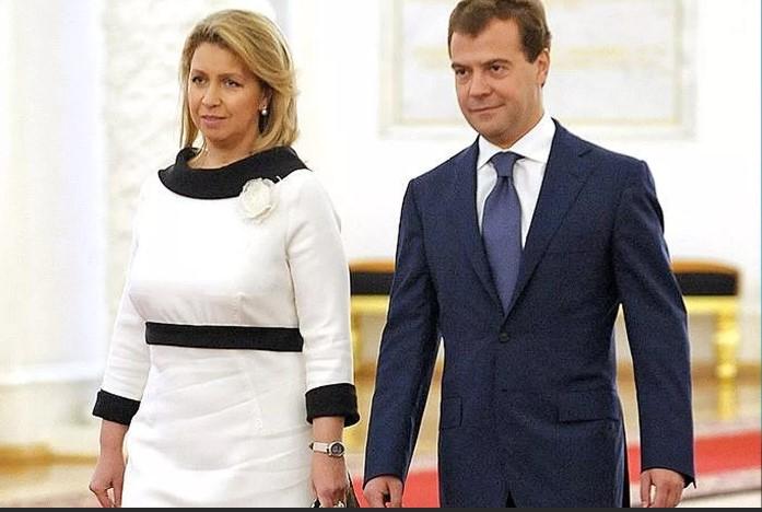 Светлана Медведева выглядит как и многие другие русские женщины.