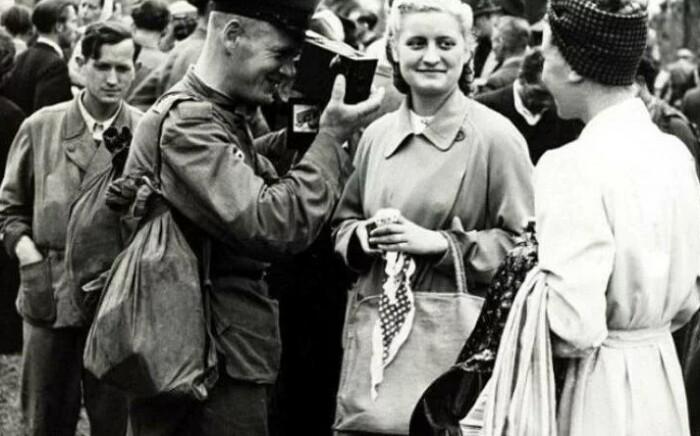 В советских солдатах очень скоро перестали видеть источник опасности.