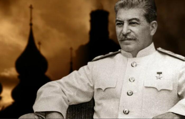 Сталин использовал церковь для объединения народа.