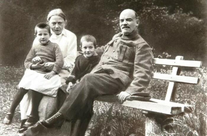 Ленин и революция - главные ее интересы в жизни.
