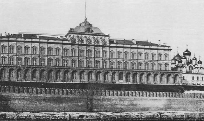 Большой Кремлевский дворец до маскировки.
