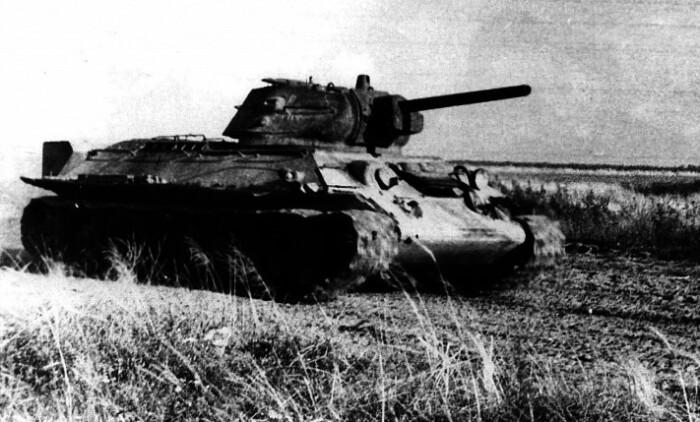 Увидев танк в первый раз Александра ...испугалась.