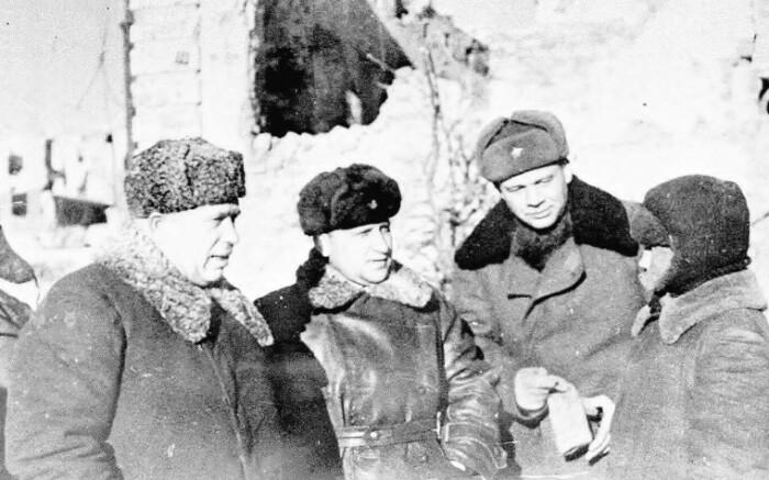 В роли военного комиссара Хрущев прошел всю войну.