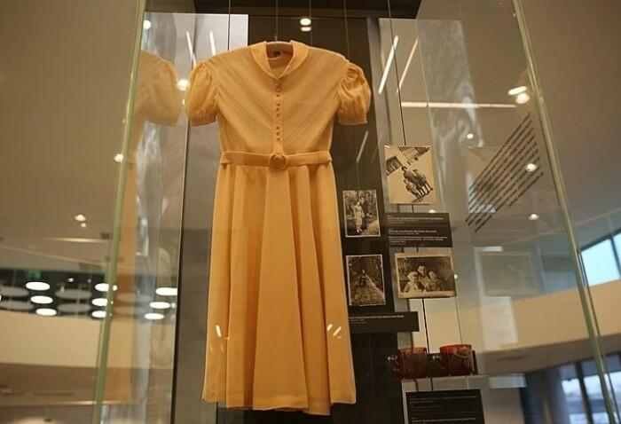 Даже свадебное платье Наины Ельциной было сдержанным. Сегодня - музейный экспонат.