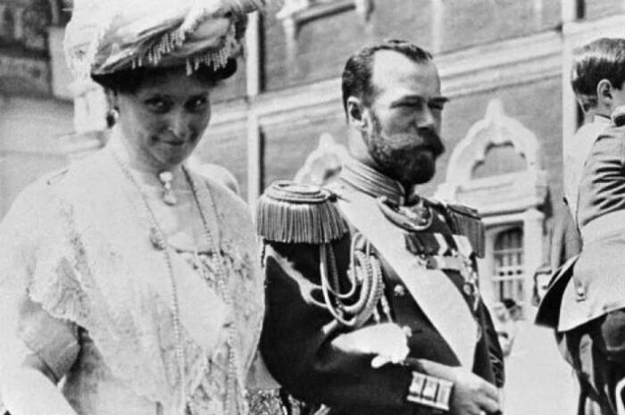 Император с любимой супругой.