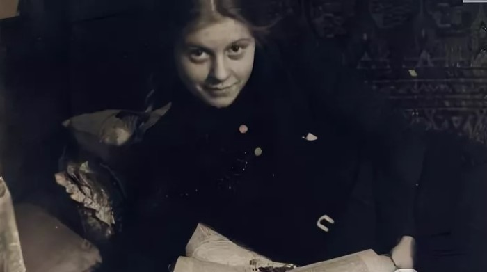 Красивая советская девушка с отличным немецким всегда привлекала внимание.