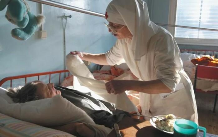 Монахини часто работают на общественных началах в больницах или хосписах.