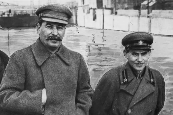 Сталин предпочитал выбирать окружение ниже себя ростом. Ежов отлично подходил на эту роль.