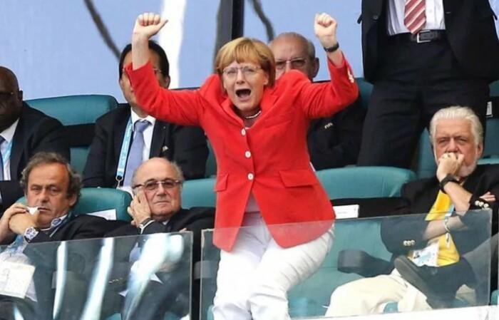 Зачем вообще ходить на футбол, если не болеть как Меркель?