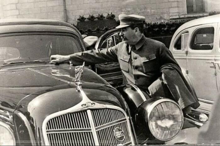 В Сталина стреляли один раз, но его и то не было в той машине.