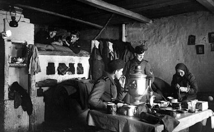 Немцы в советской деревне.