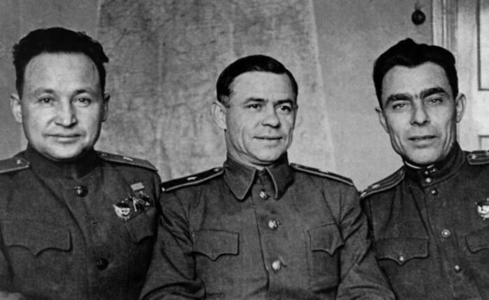 Брежнев и боевые товарищи.