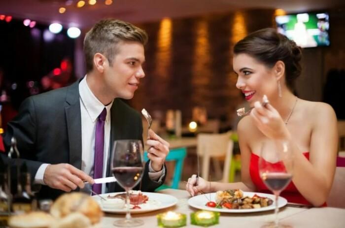 Недаром мужчин так раздражает, когда женщина пробует еду с их тарелки.