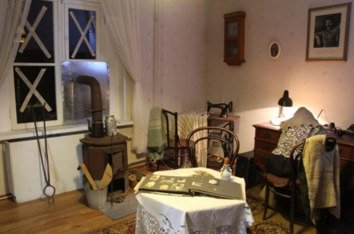 Музейное воспроизведение комнаты в блокадном Ленинграде.