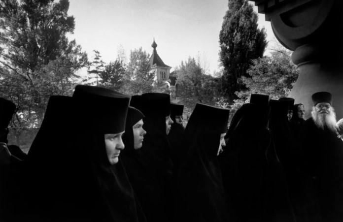 Монахинь часто называют невестами Христа, поскольку их вторая половина сам Господь.