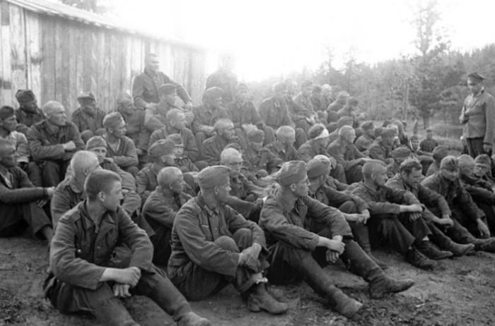 На исторических фото немецкие пленные не выглядят изможденными узниками.
