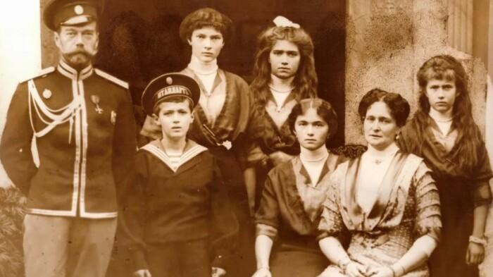 Семья Николая Второго в 1918 году.
