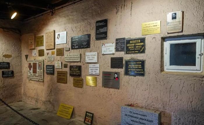 Сегодня стены концлагеря выглядят вот так.