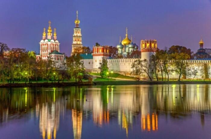 Монастырь построен в одном стиле с Кремлем.
