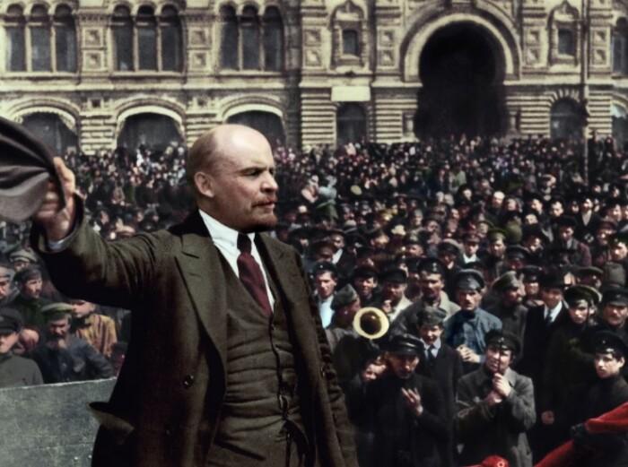 Куда увезли тело Ленина из Мавзолея во время Великой Отечественной и как его сохраняли