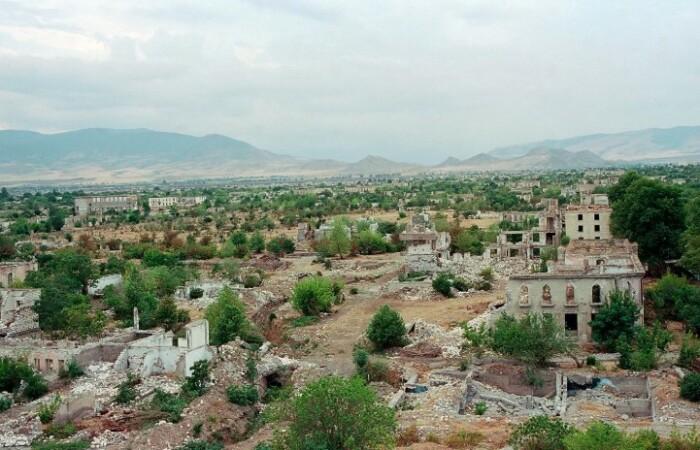 Некогда цветущий город превратился в руины.