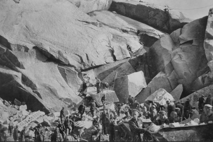 Каменоломня отлично подходила сразу для нескольких целей фашистов.