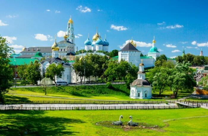 По проекту этого монастыря было построено еще множество сооружений религиозного культа.