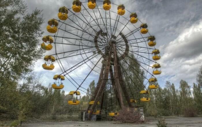 Фотографы любят фотографировать колесо обозрения, оно получается особенно эпичным